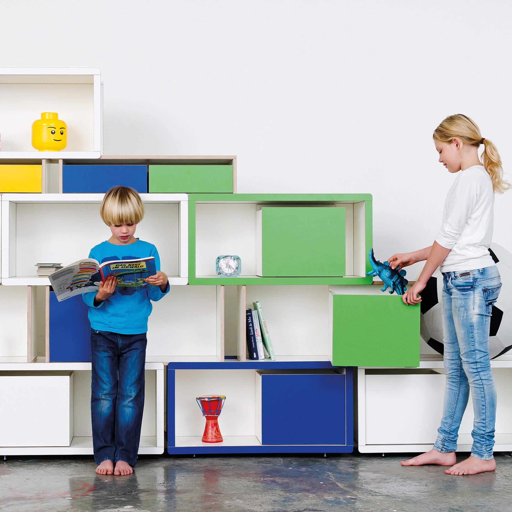 modernes Kinderregal aus Holz von pure position