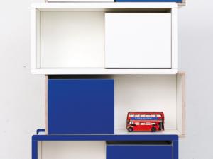 blaues Kinderregal aus Holz von pure position