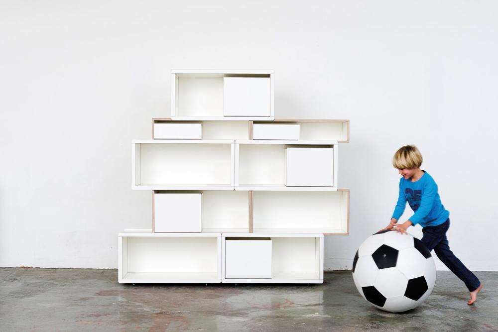 weißes Kinderregal aus Holz von pure position