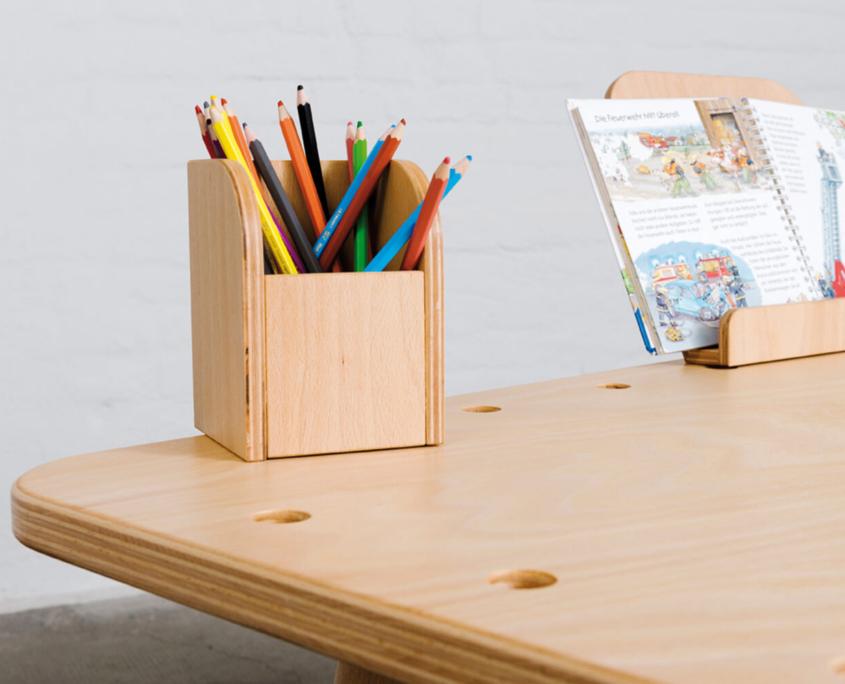 Kinderschreibtischmit Stiftehalter aus Holz von pure position