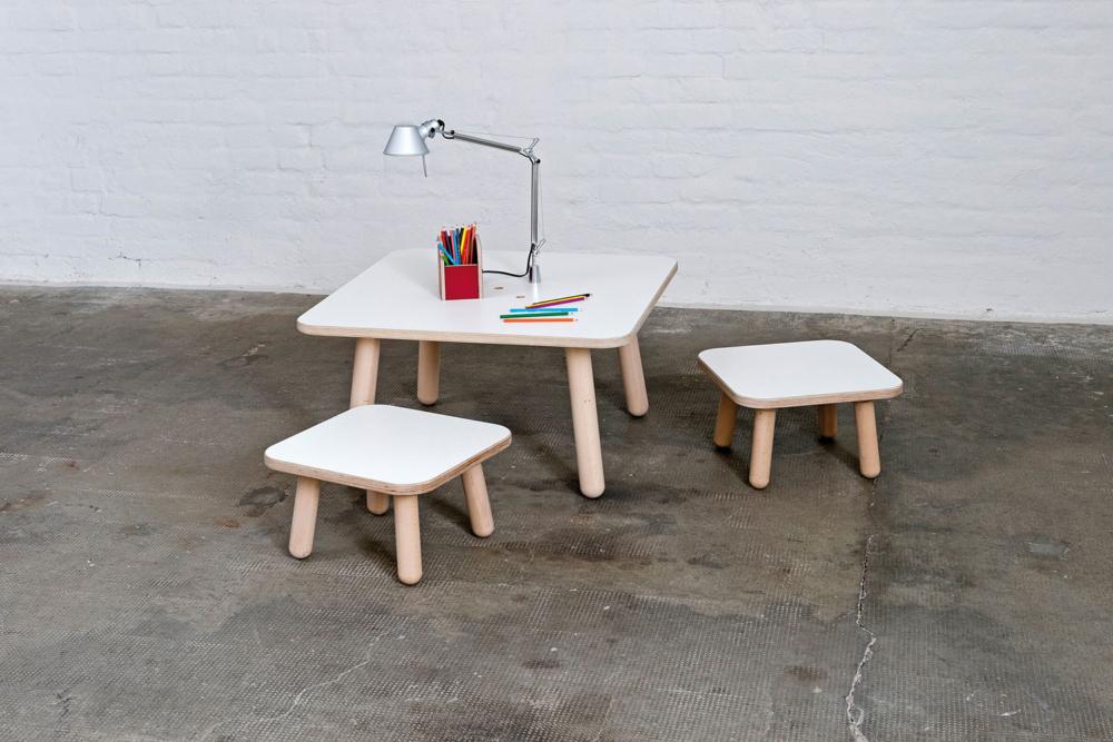 quadratischer Kinderschreibtisch weiß aus Holz von pure position