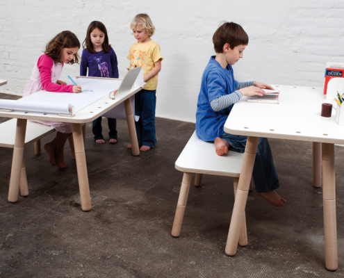 höhenverstellbarer Kinderschreibtisch weiß aus Holz von pure postion