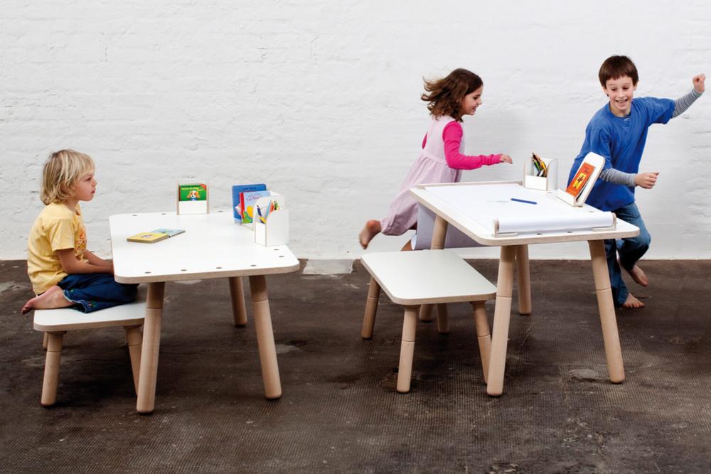 höhenverstellbarer Kinderschreibtisch weiß aus Holz von pure position