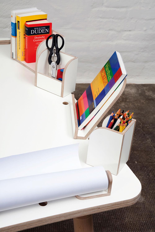 weißer Kinderschreibtisch mit Tischzubehör aus Holz von pure position