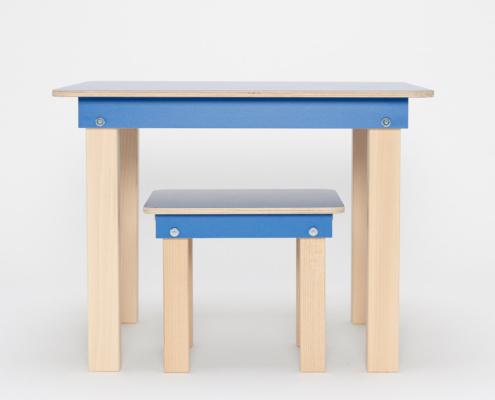 blauer Kinderspieltisch und Hocker aus Holz von pure position