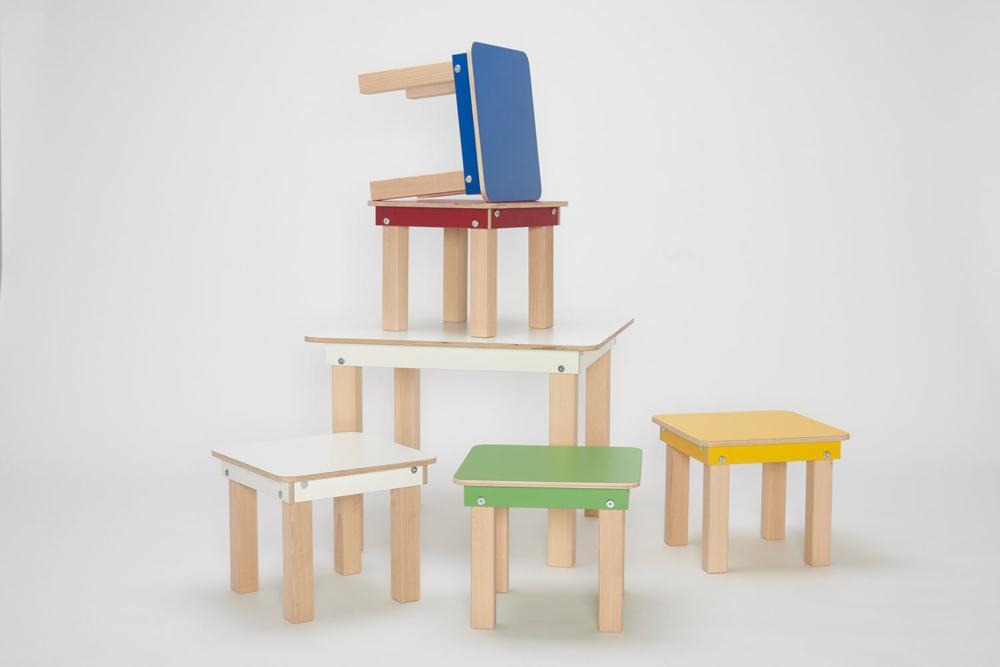 kompakter Kinderspieltisch mit Hocker aus Holz von pure postion