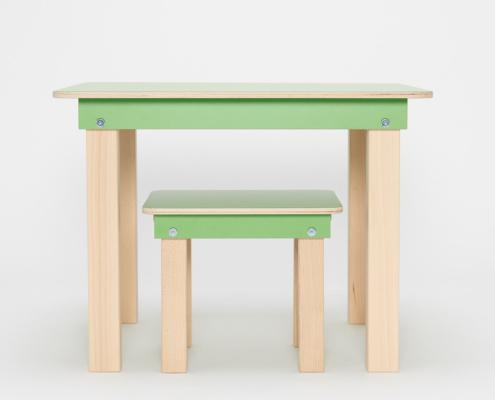 grüner Kinderspieltisch und Hocker aus Holz von pure position