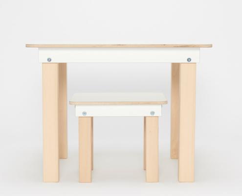 weißer Kinderspieltisch und Hocker aus Holz von pure position