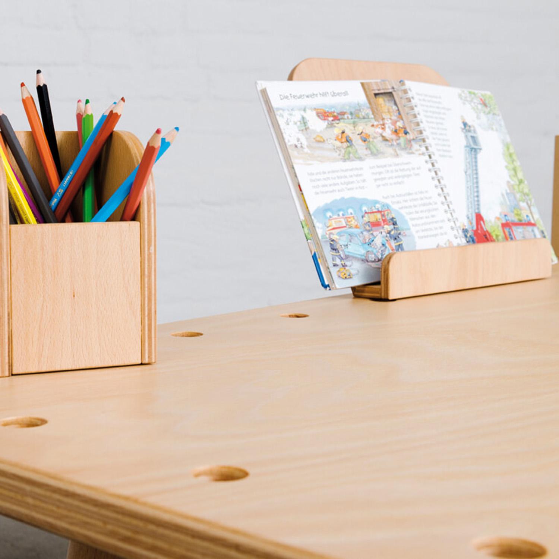 Nähere Aufnahme vom Tool Stiftebox und vom Bücherboard am growing table